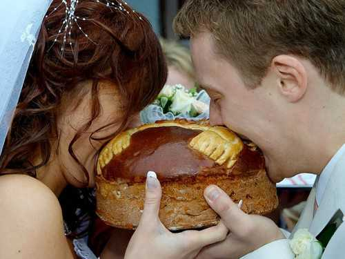 chto_delat_s_karavaem_posle_svadby