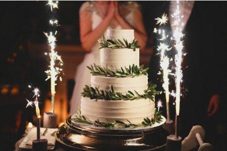 Як вишукано подати торт на весіллі?