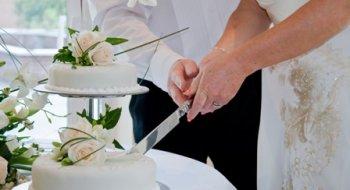 Як правильно розрізати весільний торт