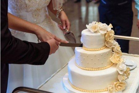 Торт на весілля – як вибрати головну прикрасу столу